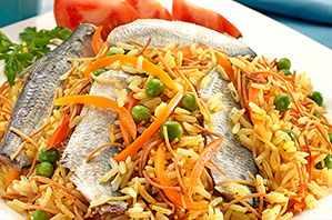 Arroz con sardinas y fideos