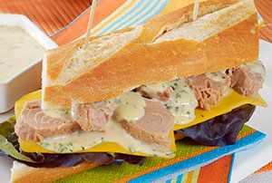 Sánduche de atún con crema de mostaza