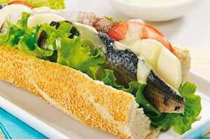 Sánduche submarino con sardina