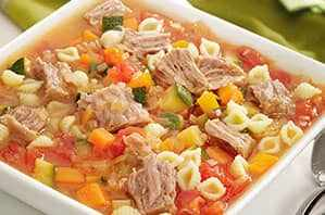 Sopa de tomate con atún