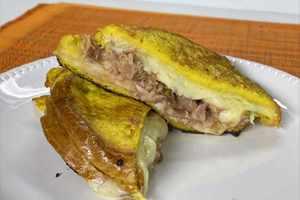 Sandwich de tostadas francesas con atún en aceite Van Camp's